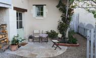 ACVL-RAZINES-Gite-Cote-jardin6_Terrasse devant maison