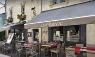 Terrasse du restaurant L'Océanic - Chinon, France.