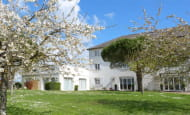 ACVL-Azay-le-Rideau-hotel-des-chateaux-cerisiers-en-fleurs-facade
