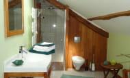 ACVL-Beaumont-en-veron--Les-fromentaux-SdB-chambre-Ibiscus