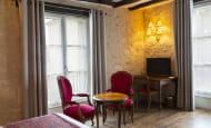 Chambre - Hôtel Le Grand Monarque, à Azay-le-Rideau - Val de Loire, France.