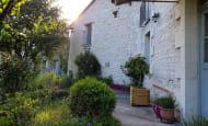 ACVL-RAZINES-GITE-Cote-cour1_Devant maison